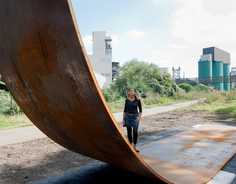 EMSCHERKUNST –  Stahlrampen setzen Radweg in Szene