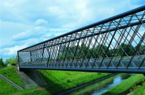Für die Bundesgartenschau 1997 wurde diese Brücke über die Emscher in Gelsenkirchen errichtet, Foto: Jochen Durchleuchter, EMSCHERGENOSSENSCHAFT.
