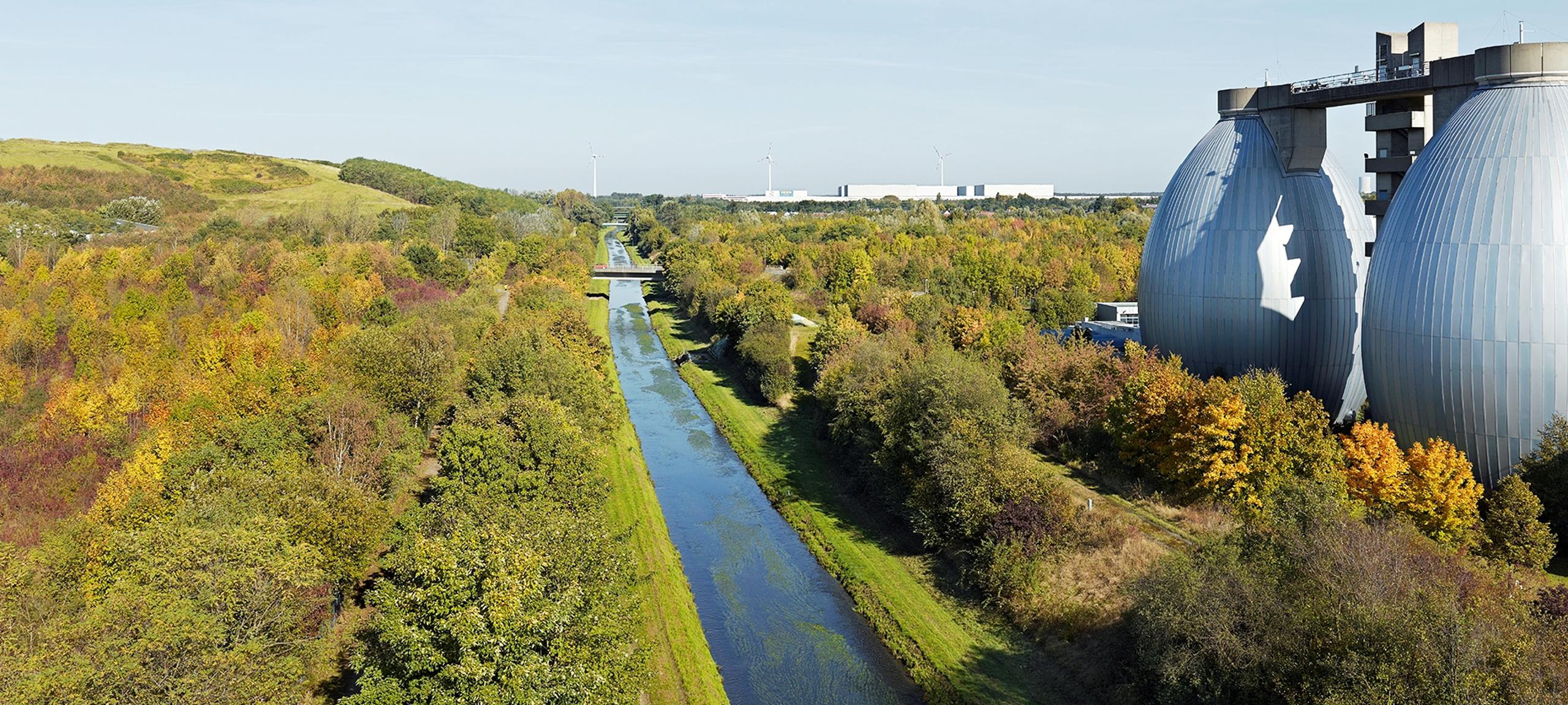 Emscher-Weg entlang der Kläranlage Dortmund-Deusen