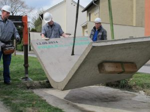 """Die """"letzte Sohlschale"""" steht jetzt als Denkmal am Sesekeweg in Kamen"""