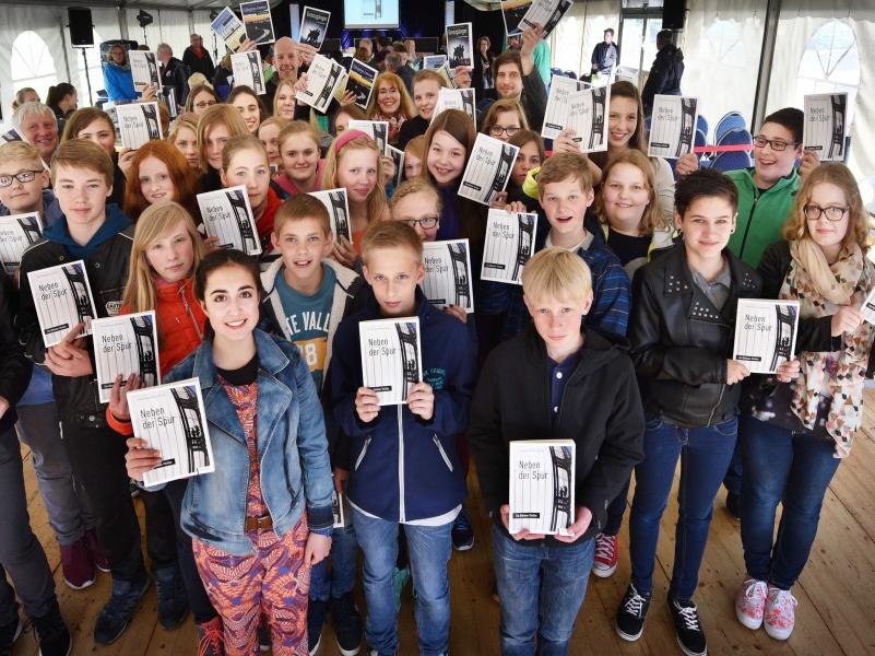 45 Schüler aus Dülmen schreiben gemeinsam ein Buch