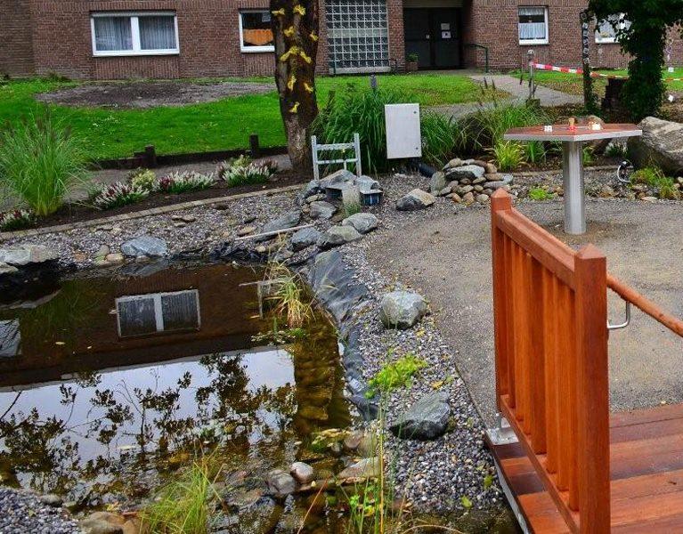 Emschergenossenschaft renaturiert Innenhof beim ASB!