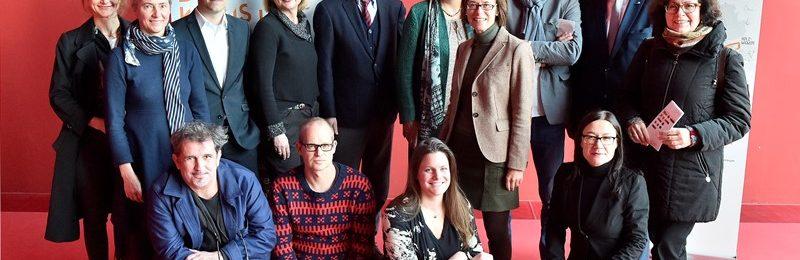 Das Emscherkunst-Team: Vertreter von Kulturministerium, Veranstaltern, kuratorischem Team und einigen Künstlern