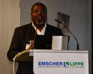 Dr. Issa Nafo bei seinem Vortrag.