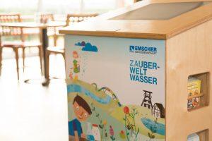 """Der Info-Counter zur """"Zauberwelt Wasser"""". Foto: Helge Jahn"""