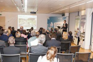 Grüne Infrastruktur: Dr. Uli Paetzel stellt in Brüssel den Emscher-Umbau vor. Foto: RVR/Dirk Friedrich