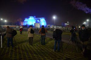 Es leuchtet: Unsere Gäste bei der Arbeit: Foto: Ilias Abawi