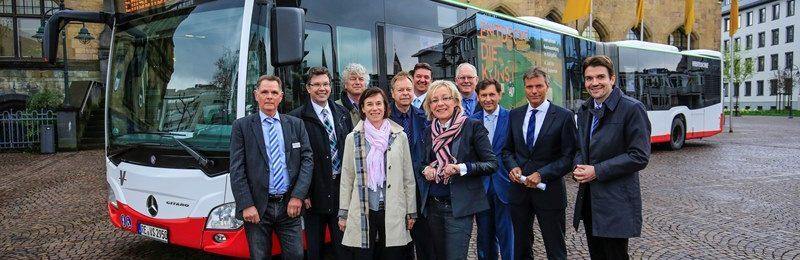 Die Busse im Emscherkunst-Design gehen auf Strecke! Foto: Rupert Oberhäuser