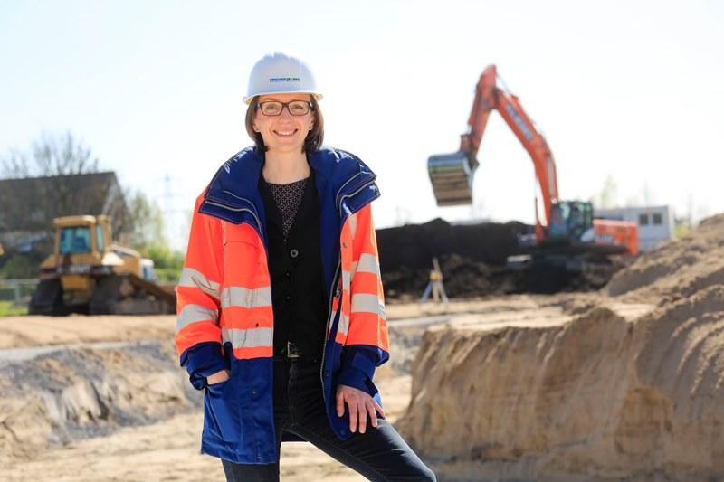 Die Ingenieurin Simone Kern auf Baustelle des Pumpwerks Oberhausen. Foto: Rupert Oberhäuser/Emschergenossenschaft