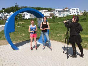 """Felicitas Fehrer, Katrin Wrobel und Anja Weißbach (v.li.) von do1.tv haben eine Filmbeitrag zu unserer """"Emscherperle"""" am Phoenix See produziert. Foto: Ilias Abawi"""