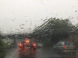 Nicht wenige Autofahrerinnen und Autofahrer hatten unter dem Wetter zu leiden... Foto: Andrea W.