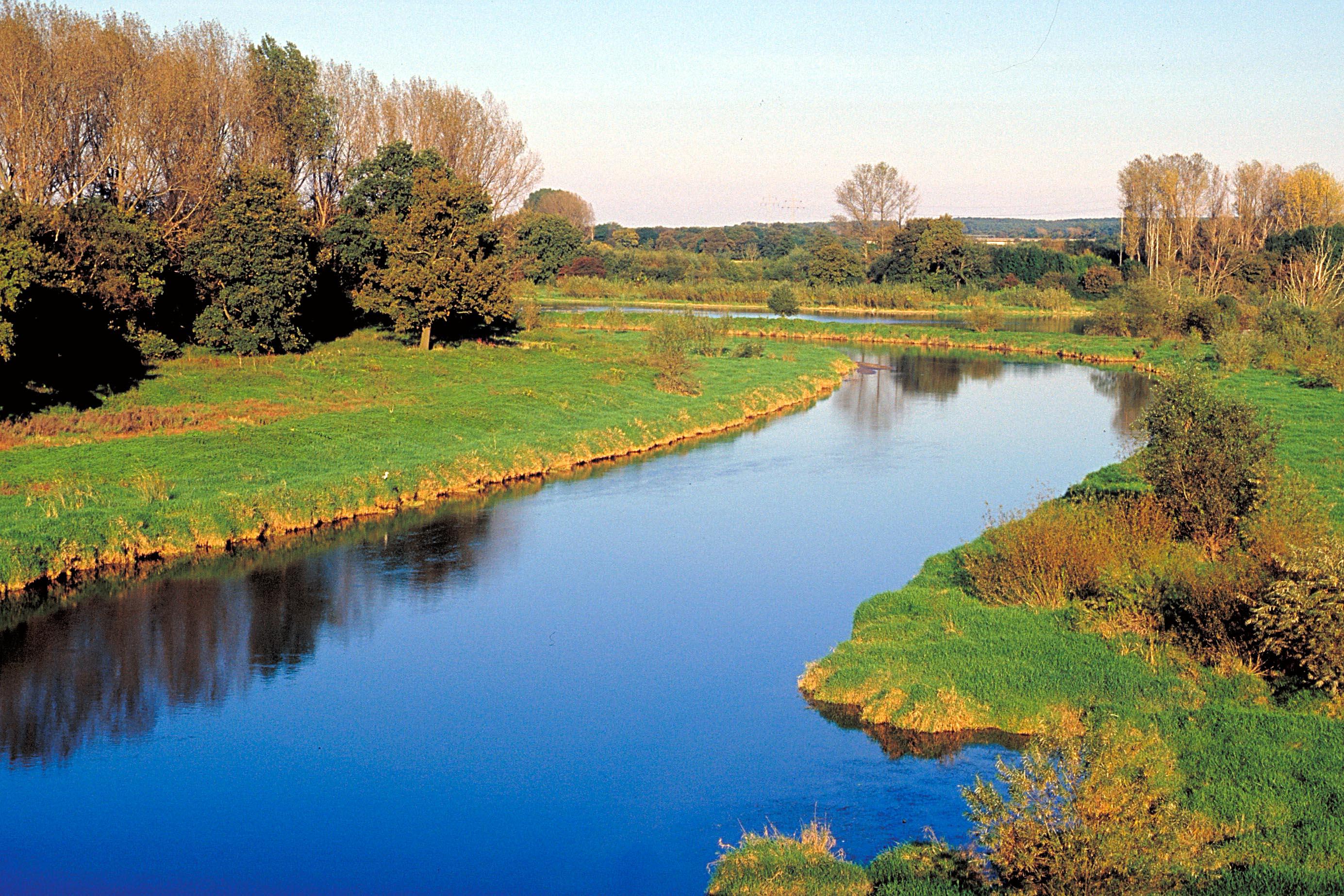 Die Lippe bei Haltern - ein idealer Fluss für Wanderungen auf dem Wasser.