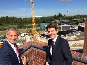 Gelsenkirchens Oberbürgermeister Frank Baranowski und unser Chef Uli Paetzel (re.). Foto: Ilias Abawi