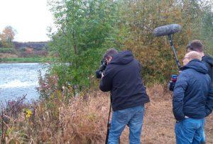 Das Kamerateam vom WDR-Studio Dortmund hält die Aktion fest - für die Lokalzeit.