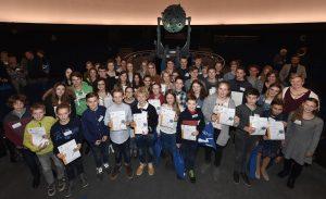 60 Schülerinnen und Schüler wurden für ihre kreativen, innovativen und wissenschaftlichen Beobachtungen der Ente ausgezeichnet. Bild: Kirsten Neumann