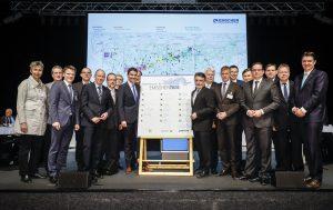 """Die gemeinsame Unterzeichnung der neuen Vereinbarung """"Gemeinsam für Emscher 2020"""" zwischen Land NRW, Emschergenossenschaft und Emscher-Kommunen. Foto: Rupert Oberhäuser"""