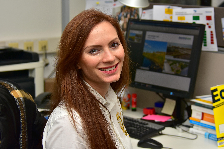 Elena Burges (28)