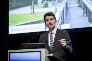 Dr. Uli Paetzel, Vorstandsvorsitzender EGLV, spricht auf der Lippeverbandsversammlung. Foto: Rupert Oberhäuser