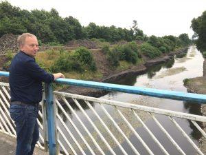 Unser Projektleiter Torsten Bockholt schaut auf die Modellstrecke. Foto: Ilias Abawi