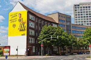 Das Lippeverbandshaus am Königswall - unübersehbar die BVB-Werbung. Foto: Janis Reichardt