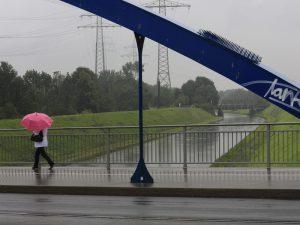 Emscher bei Hochwasser im Regenwetter