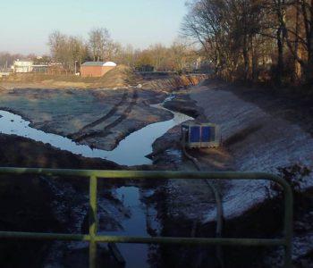 Die gleiche Perspektive, aber heute doch ein ganz anderes Bild: Der Beton ist weg, der Schmutz auch. Die Gewässer sind nun sauber, bald werden die Ufer auch schon begrünt sein. Foto: EG