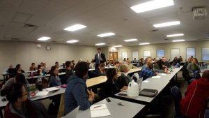 Dr. Uli Paetzel berichtet den Studierenden der Rutgers University in New Jersey vom Emscher-Umbau. Foto: EG