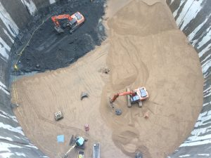 Von oben sehen die gewaltigen Maschinen wie Spielzeug aus. Foto: Sebastian Lettau