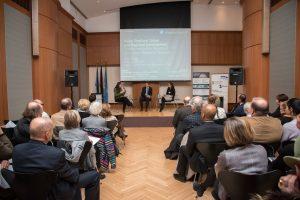 In der anschließenden Podiumsdiskussion ging es um die Potenziale der Wasserwirtschaft für den Städtebau. Foto: Nathalie Schueller