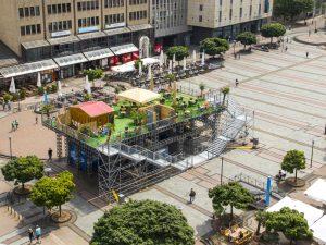 """""""Komm auf meine Grüne Wiese: Zentraler geht es nicht - der Essener Kennedyplatz. Foto: Jochen Tack"""