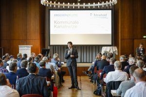 Unser Chef Dr. Uli Paetzel, Vorstandsvorsitzender bei EG und LV, moderierte die Veranstaltung höchstpersönlich. Foto: Rupert Oberhäuser