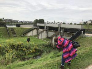 Zur Not stelle ich mich auch mal direkt an die Emscher - solange kein Hochwasser droht, ist das ja auch unbedenklich... Foto: Lasse Klimpel