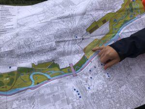 Bislang kannte ich das Projekt nur als Planung auf der Karte. Also wurde es Zeit für eine Exkursion in die künftige Lippeaue. Foto: Ilias Abawi