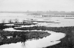 Die noch kurvenreiche Emscher, hier um 1900 in Dortmund, trat permament über die Ufer. Foto: Archiv, Emschergenossenschaft