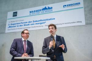 Essens OB Thomas Kufen und unser Chef Uli Paetzel eröffneten am Donnerstag das Experten-Forum im Sanaa-Gebäude auf Zollverein. Foto: Rupert Oberhäuser/Emschergenossenschaft