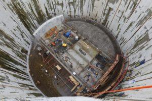 In der Tiefe betonieren wir gerade die Bodenplatte für das Pumpwerk. Foto: Rupert Oberhäuser/Emschergenossenschaft