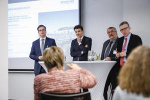 In einer Diskussionsrunde ging es um die Vorteile von Genossenschaften für die öffentliche Daeinsvorsorge. Foto: Rupert Oberhäuser/EGLV