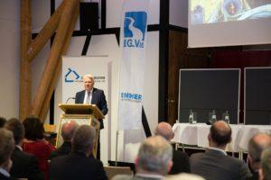Ullrich Sierau konnte von den Ergebnissen des Emscher-Umbaus berichten: In Dortmund haben wir unseren Fluss bereits renaturiert.