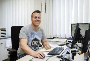 Patrick Pommerenke an seinem Arbeitsplatz. Foto: Rupert Oberhäuser/EGLV