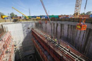 Weit fortgeschritten sind die Arbeiten an unserem AKE-Pumpwerk Oberhausen - die Baugrube ist 46 Meter tief. Foto: Rupert Oberhäuser/EGLV