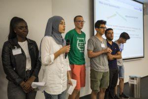 In der Essener Hauptverwaltung präsentierten die SchülerInnen ihre Workshopergebnisse. Foto: Klaus Baumers/EGLV