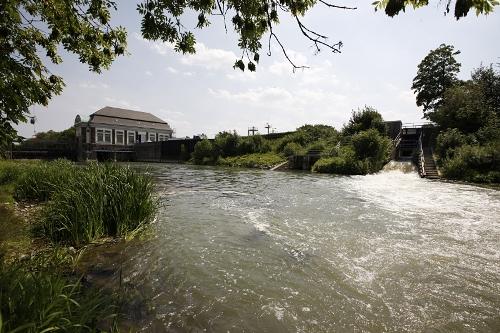 In Trockenzeiten wird in Hamm Kanalwasser in die Lippe geleitet. Foto: Klaus Baumers/EGLV