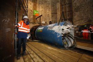 """""""Tunnelweihe"""" am Schacht 97 in Castrop-Rauxel - Silke Wienforth ist Tunnelpatin und daher bei der Sektweihe mittendrin... Foto: Rupert Oberhäuser/EGLV"""