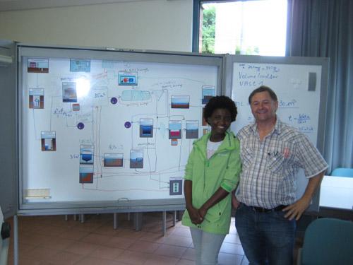 Wissenstransfer: Haikela Nahambelelwe erklärt unserem Kollegen die Abwasserreinigung in Outapi. Foto: EGLV