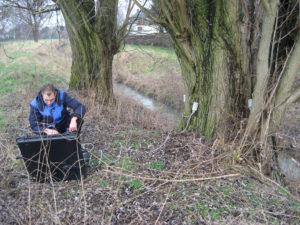 """Mit Sensoren kann Matthias Hower auch genauer """"in"""" den Baum hineinschauen. Foto: Michael Wulf/EGLV"""