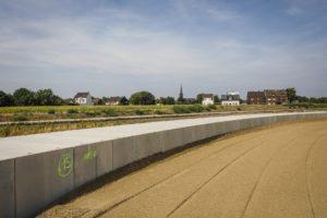 Nein, das ist nicht die Berliner Mauer... So sieht der hochliegende Kanal aus, wenn er verlegt ist. Foto: Rupert Oberhäuser/EGLV