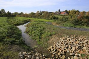 Der Oberlauf der Seseke bei Bönen-Flierich: Auch hier wird das Gewässer demnächst naturnah umgestaltet. Fotos: Rupert Oberhäuser/EGLV
