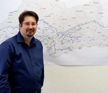 Pumpwerke, Kläranlagen, Baustellen und Gewässer: Marc Franke koordiniert die Führungen und Bereisungen im kompletten Emscher-Lippe-Gebiet. Foto: Celina Winter/EGLV