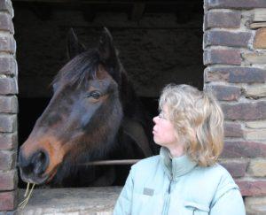 Ihren Feierabend genießt unsere Kollegin oft in der freien Natur – Pferd und Hund sind meistens mit dabei. Foto: Privat