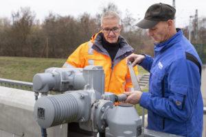 Die Betreuung der Hochwasserschutzanlagen an der östlichen Lippe gehört zu den Kernaufgaben der Brüder Jasper sowie ihrer Kollegen.